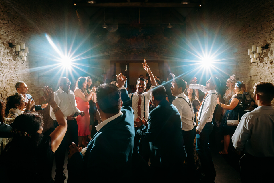 wedding dancing at Merriscourt Barn in the Cotswolds